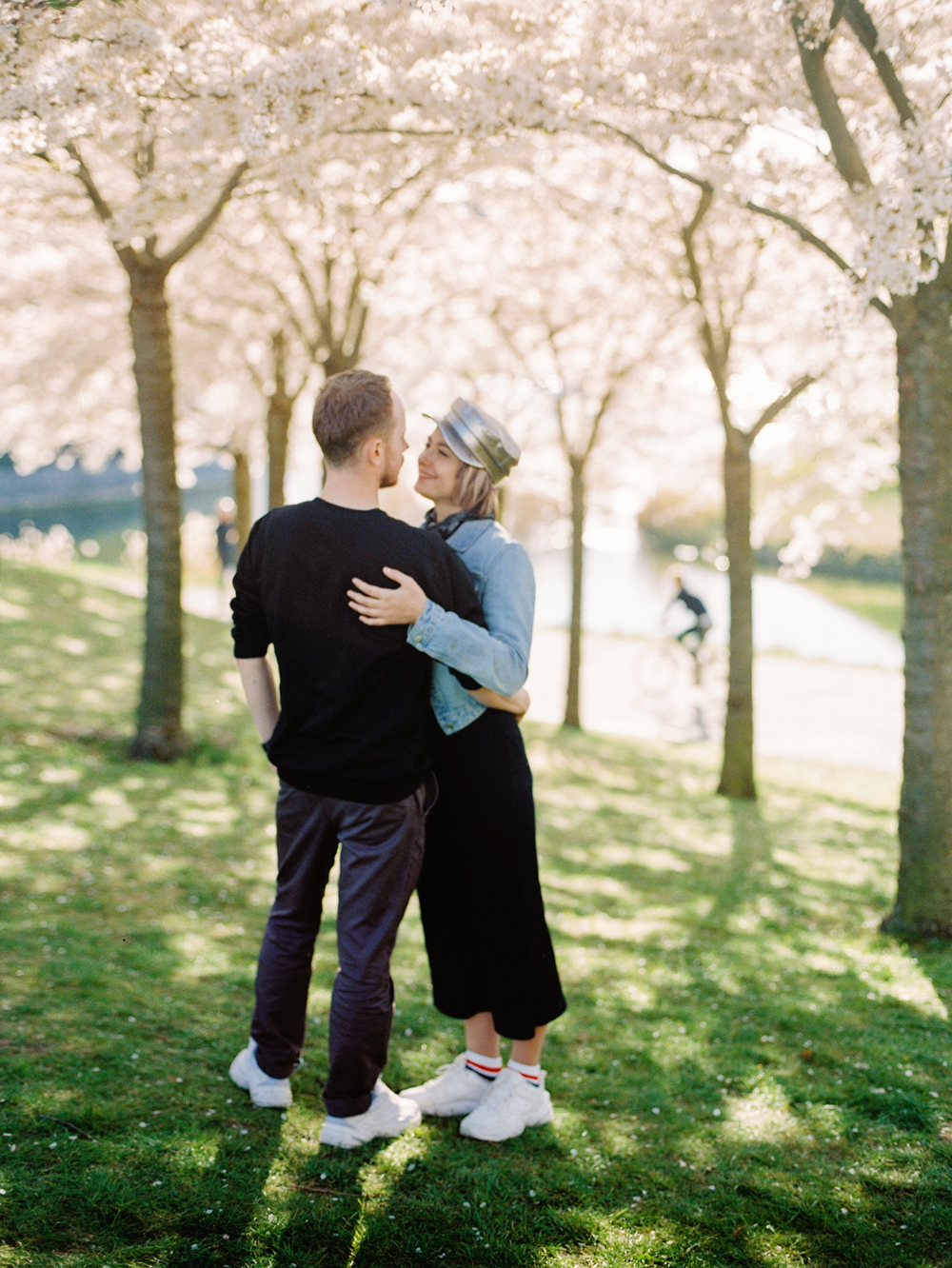 Engagement and Wedding Photosession in Copenhagen | Film Fuji 400H, Mamiya 645 | Love spring Denmark